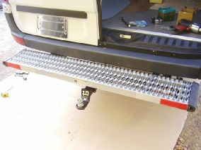 07+ hitch-ready bumerstep installs with aftermarket trailer hitch