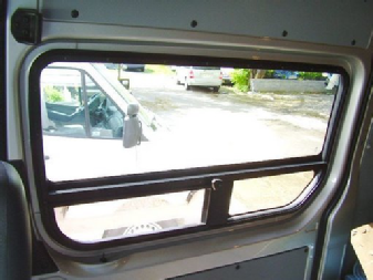 Inside view Sprinter ventng window in slider-door